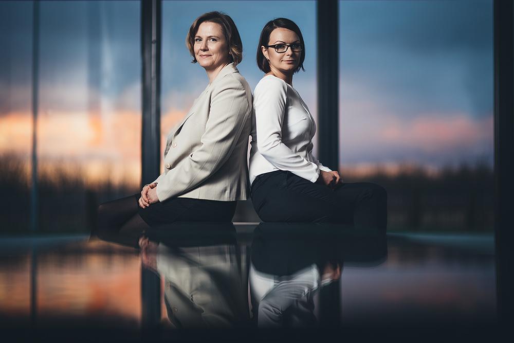Kasia i Ania w sesji biznesowej